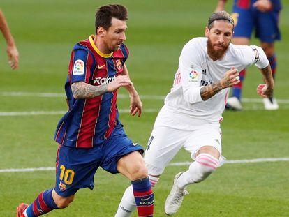 Los futbolistas Lionel Messi y Sergio Ramos en un encuentro entre el FC Barcelona y el Real Madrid de esta temporada.