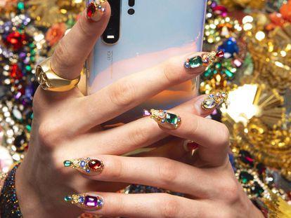 Las uñas, conocidas como 'stilettos' por su forma afilada, tardan entre dos horas y media y tres horas y media en realizarse.