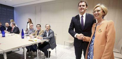 Rosa Díez y Albert Rivera en una de sus reuniones.