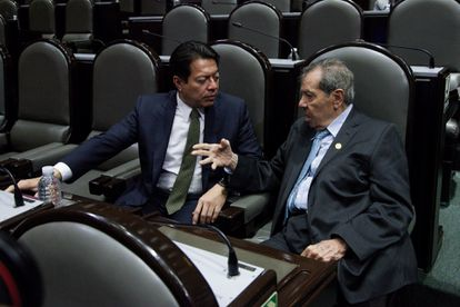 Mario Delgado y Porfirio Muñoz Ledo, en la Cámara de Diputados, en septiembre de 2019.