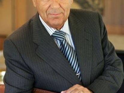 Salvador Santos Campano.