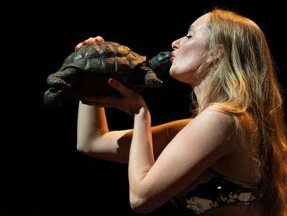 Stella Höttler, en un ensayo de 'Resurrexit Cassandra' , el monólogo que Jan Fabre estrenará en castellano en el Teatro Central de Sevilla.