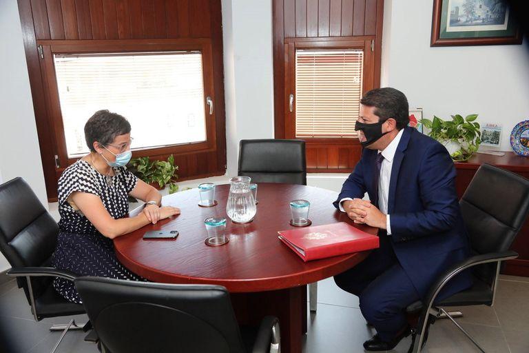 Arancha González Laya, durante la reunión que mantuvo con Fabian Picardo el pasado 23 de julio en Algeciras (Cádiz).