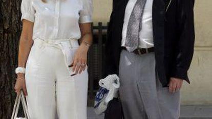 El magistrado Fernando García Nicolás y su esposa.