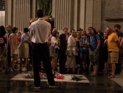 Expertos internacionales en memoria y otros visitantes este sábado en el Valle de los Caídos.