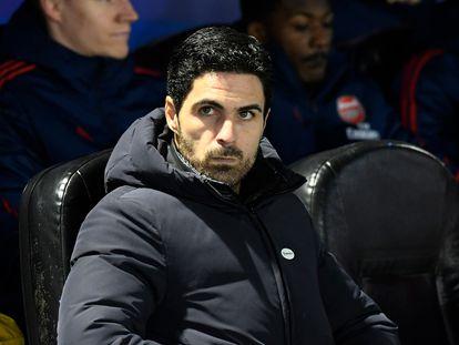 Mikel Arteta, en el banquillo durante un partido del Arsenal.