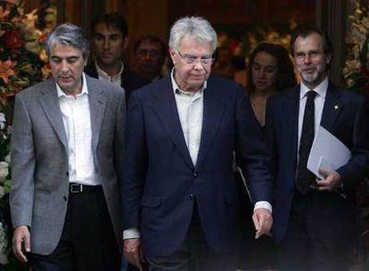 El ex presidente del Gobierno español Felipe González, a su llegada a la capilla ardiente del presidente del Grupo PRISA.