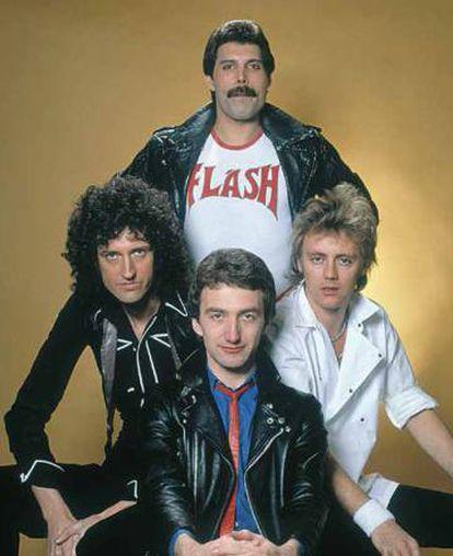 Queen, con Jhon Deacon en el centro.