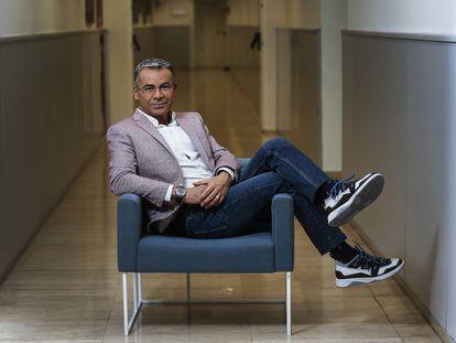 Jorge Javier Vázquez, en un pasillo de la sede central de Telecinco en Madrid en noviembre de 2019.
