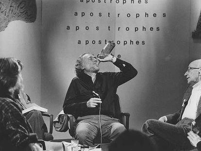 Charles Bukowski, durante una polémica emisión del programa cultural francés 'Apostrophes', en 1978.