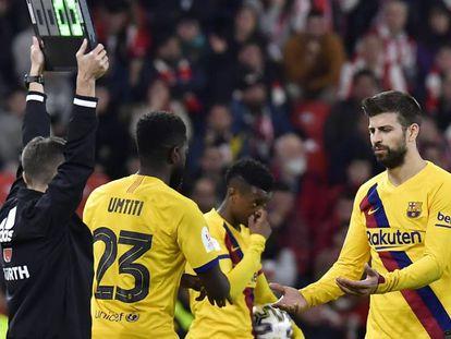 Piqué, al ser sustituido por Samuel Umtiti. En vídeo, declaraciones de Setién tras el partido.
