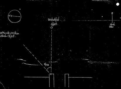 En esta imagen ofrecida por los Archivos Nacionales británicos se ve un dibujo realizado por un funcionario de policía despuñes de un supuesto avistamiento de un ovni en Inglaterra en 1984