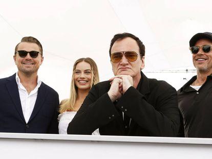 Quentin Tarantino junto a los actores que protagonizan su nuevo filme.