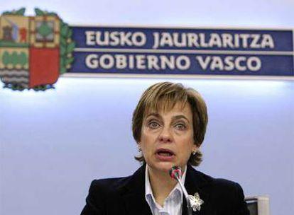 La portavoz del Gobierno vasco, Miren Azkarate, lee ayer una declaración  sobre la independencia de Kosovo.
