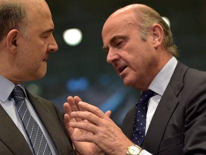 Luis de Guindos, con el comisario Moscovici.