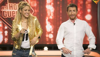 Shakira enseña a Pablo Motos a bailar bachata.