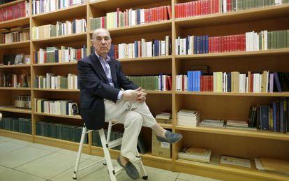 Luis Alberto de Cuenca, en su despacho del CSIC.