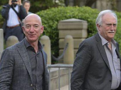 El padre del fundador de Amazon, Miguel Ángel Bezos, narra en un vídeo cómo llegó a Estados Unidos con 16 años. Ahora su hijo le rinde homenaje