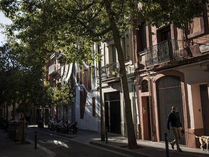 La calle Finlànida, en el distrito Sants-Montjuïc. En vídeo, entrevista a los autores del proyecto Mercè, Mar Santamaria y Pablo Martínez.
