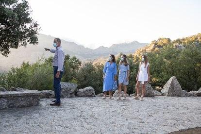 La Familia Real durante su visita a un mirador de la Sierra de Tramuntana, el 4 de agosto de 2021.