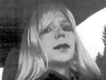 Foto sin datar de Chelsea Manning con una peluca.