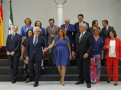 """La presidenta andaluza, Susana Díaz, ha pedido a su nuevo gobierno, que ha tomado posesión de los cargos, """"coraje, determinación, trabajo y cercanía"""" con los ciudadanos ante el """"nuevo tiempo"""" y se ha comprometido con el diálogo y el consenso con todos los sectores de la sociedad."""