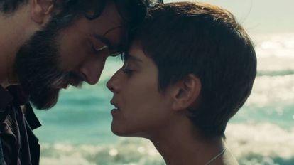 Javier Rey y María León, en 'Sin fin'.