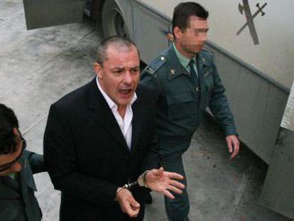 King, asesino de Sonia Carabantes y Rocío Wanninkhof, está recluido en aislamiento desde septiembre 2003. Otros 200 presos permanecen en el régimen penitenciario más duro