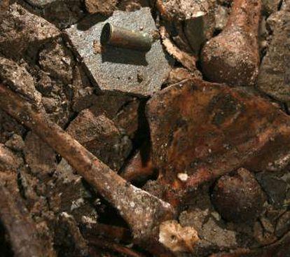 Casquillo Remington Berdan hallado entre los huesos humanos de Cova Arcoia.
