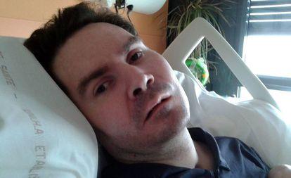 Vincent Lambert, en una foto en el hospital.