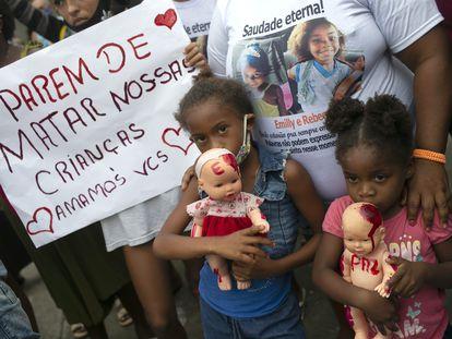 Una protesta en Río de Janeiro en contra de los asesinatos de niños en Brasil.