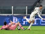 Soccer Football - Champions League - Round of 16 Second Leg - Juventus v FC Porto - Allianz Stadium, Turin, Italy - March 9, 2021 Juventus' Cristiano Ronaldo in action with FC Porto's Agustin Marchesin REUTERS/Massimo Pinca