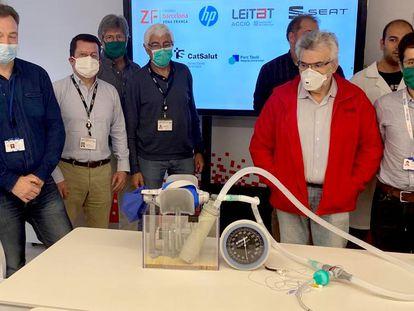 Técnicos y profesionales que han participado en el diseño de un respirador 3D en la Zona Franca de Barcelona.