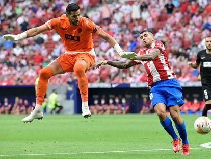 Salida en falso de Kiko Casilla que aprovecha Correa para marcar el 1-0 del Atlético.