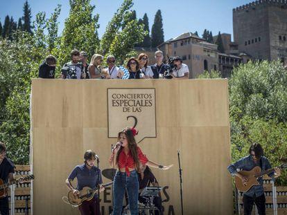 La cantante Soleá Morente en el escenario del ciclo Los Conciertos Especiales de las 2, en Granada.