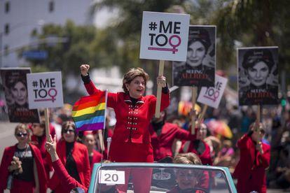 La abogada feminista Gloria Allred, en el desfile gay de Los Ángeles el pasado mes de junio.