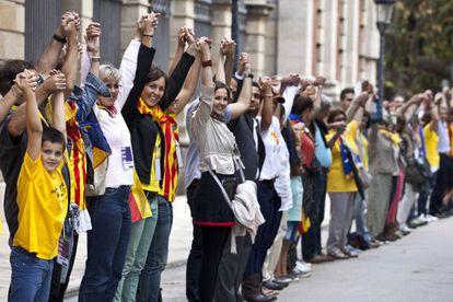 Participants en la cadena humana del passat 11 de setembre.