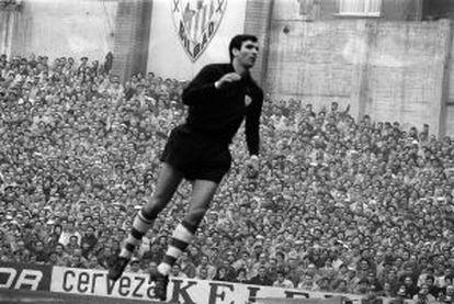 José Ángel Iríbar, en San Mamés en la temporada 1966-67.