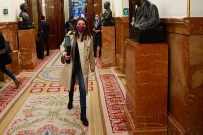 La ministra de igualdad, Irene Montero, el miércoles 14 de abril en los pasillos del Congreso.