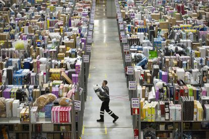 Almacén de Amazon en San Fernando de Henares (Madrid). La compañía estadounidense tiene 1,2 millones de empleados en todo el mundo.