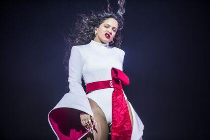 Rosalía, en su concierto en el WiZink Center de Madrid, el 10 de diciembre de 2019.