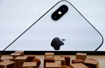 Imagen del iPhone X en el centro para visitantes de Apple en Cupertino.