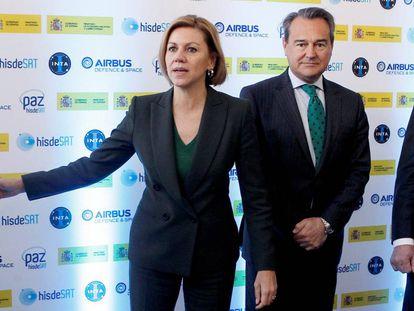 La entonces ministra de Defensa María Dolores de Cospedal y su secretario de Estado Agustín Conde, en febrero de 2018.