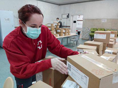 Material para los más necesitados en Creu Roja.
