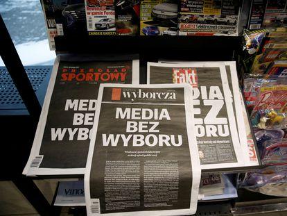 """Portadas de periódicos polacos, con el lema """"medios sin salida"""", como parte de la protesta conjunta del pasado 10 de febrero."""
