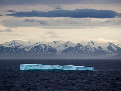 Un iceberg frente a la isla de Bylot, en el Ártico canadiense.