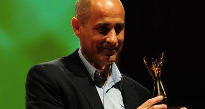 Fernando Monacelli recibe el Premio Clarín de Novela.