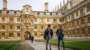 Dos alumnos, en la Universidad de Cambridge.