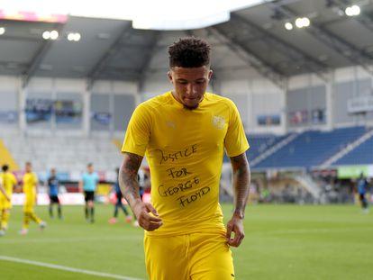 Sancho dedica un gol a George Lloyd el pasado domingo en el Paderborn-Dortmund.
