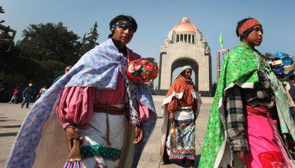 Indígenas rarámui en la 'caravana del hambre' en México DF en enero